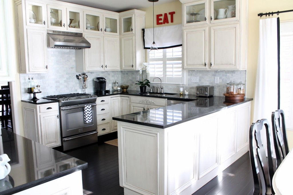 black-and-white-kitchen-cabinets-11