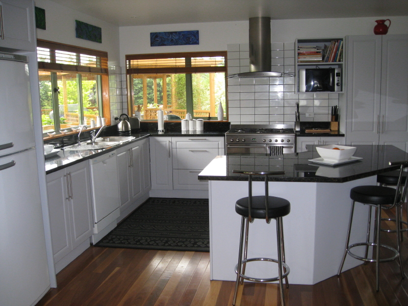 Beautiful Black And White Kitchens Black And White Kitchen Cabinets 8 ...