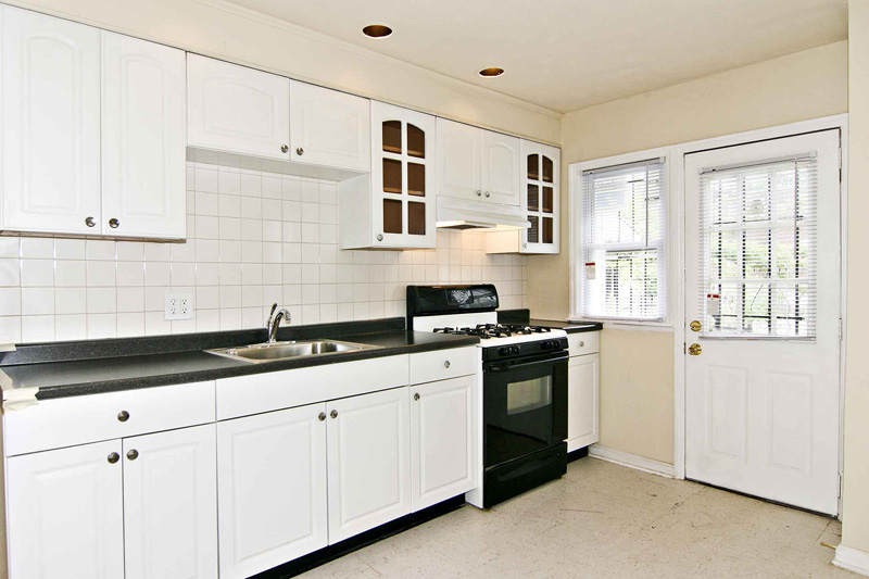 white-kitchen-cabinets-12
